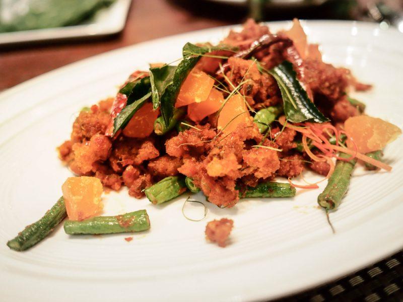 'ปลาอุยฟูผัดพริกขิง' ที่ใช้ 'ปลาดุกอุย' มาทำให้ฟู ก่อนนำไปผัดกับน้ำพริกกากหมู และไข่เค็ม รสชาติปลาอร่อยและหอมพริกแกง