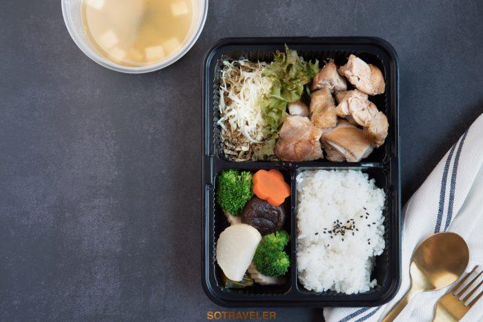 ไก่ย่างราดซอสเทอริยากิ ข้าวญี่ปุ่น ผักดอง ซุปมิโสะสาหร่ายวากาเมะ (ราคา 310 บาทสุทธิ)