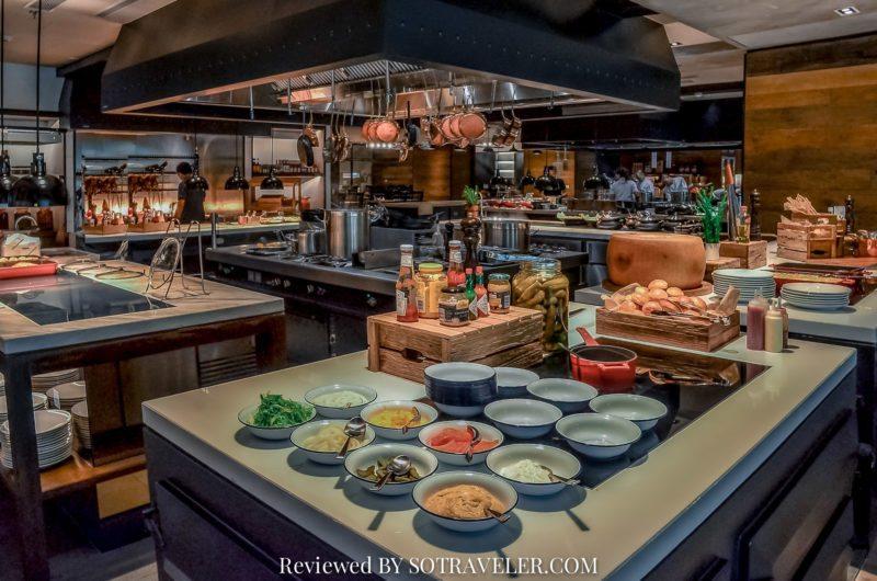 โกจิ คิทเช่น แอนด์บาร์ (Goji Kitchen & Bar) open kitchen