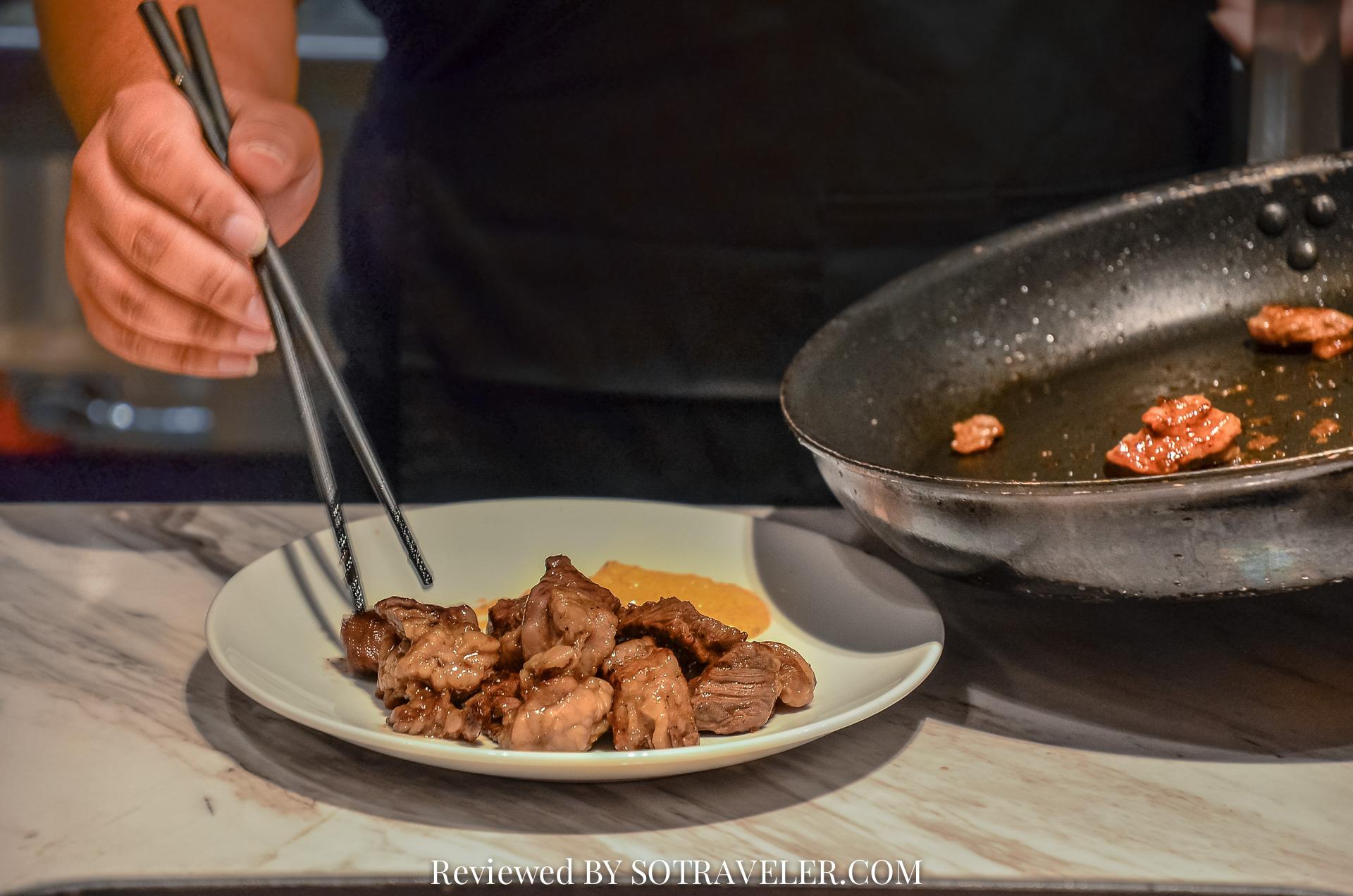 โกจิ คิทเช่น แอนด์บาร์ (Goji Kitchen & Bar) ทำอาหาร