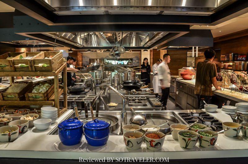 โกจิ คิทเช่น แอนด์บาร์ (Goji Kitchen & Bar) ครัวเปิดโล่ง