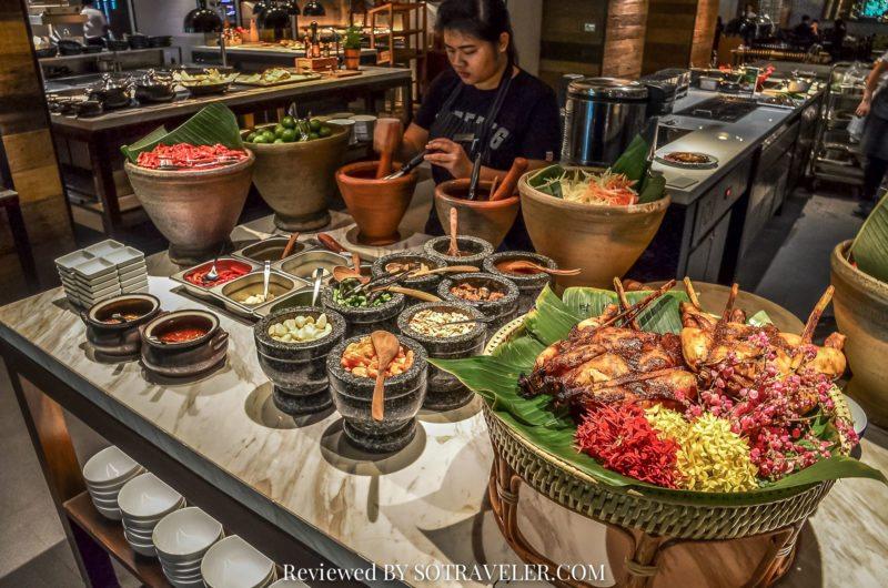 โกจิ คิทเช่น แอนด์บาร์ (Goji Kitchen & Bar) ส้มตำ ไก่ย่าง